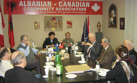 Takim me ambasadorin Konçi para largimit nga Kanadaja